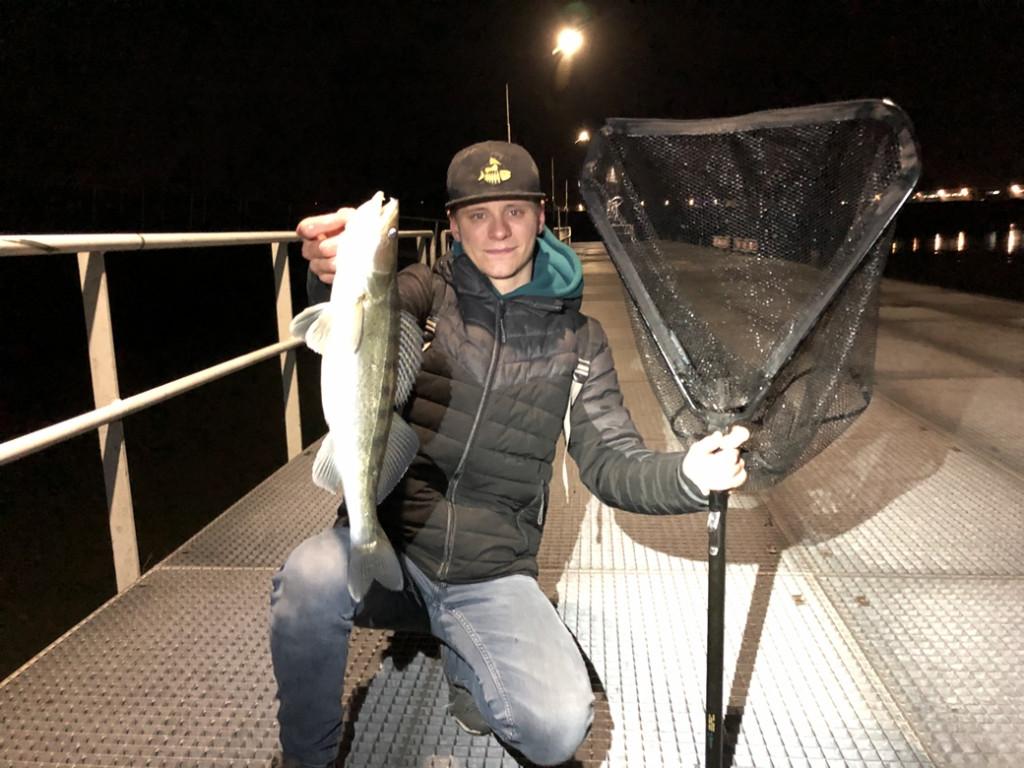 Reflecterend schepnet voor hoge kades! – Streetfishing met 4Street