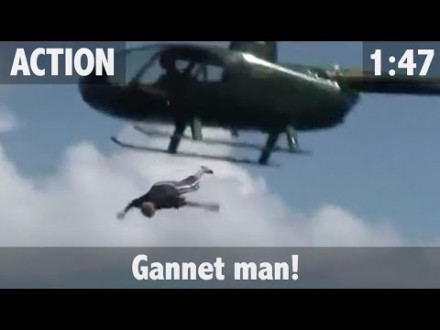 Man springt uit helikopter op marlijn